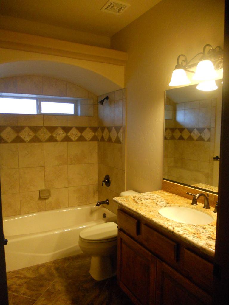 Plaza Hermosa Guest Bathroom