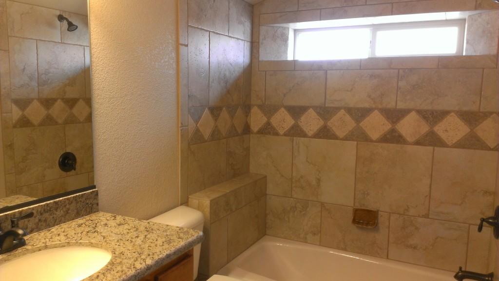 1011 Rolling Hills Guest Bath